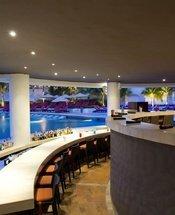 Pool bar Krystal Grand Punta Cancún Hotel Cancún