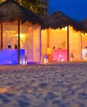 Romantic dinner on the beach Krystal Grand Punta Cancún Hotel Cancún