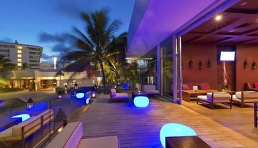 Lounge terrace Krystal Grand Punta Cancún Hotel Cancún