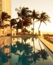 Swimming pool Krystal Grand Punta Cancún Hotel Cancún